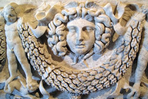 Yksityiskohta sarkofagista. Hierapolis.